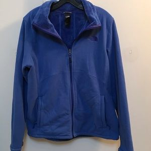 Never worn North Face jacket with pockets